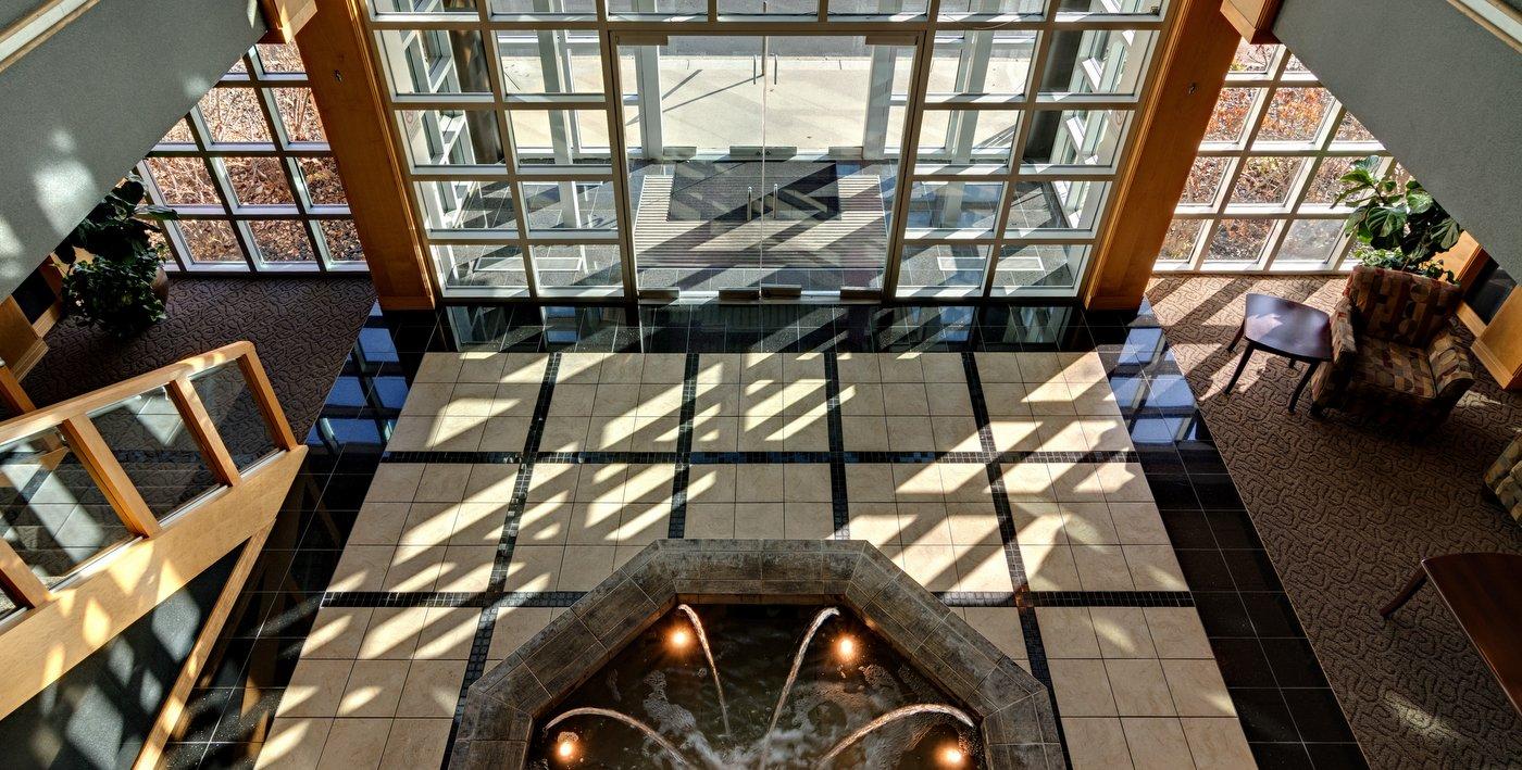 01-lobby-fountain-2