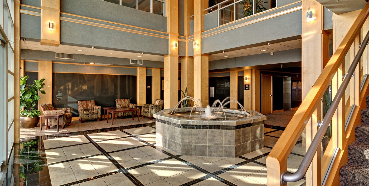01-lobby-fountain